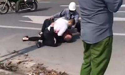 """Kỷ luật cán bộ công an """"mặc kệ"""" tài xế taxi bị trọng thương vật lộn khống chế cướp ở Hà Nội"""