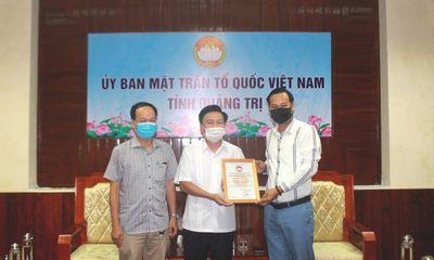 Đại diện NS Hoài Linh trao 1 tỷ đồng ủng hộ người dân vùng lũ Quảng Trị