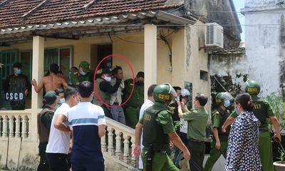 Nóng: Giám đốc công an tỉnh Nam Định trực tiếp chỉ đạo giải cứu cô gái bị bố đẻ khống chế làm con tin