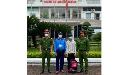 Hà Nội: Đi bộ từ Thạch Thất về Lào Cai, thiếu niên 17 tuổi được công an và người dân giúp đỡ