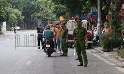 Hà Nội: Ra ngoài để mang cáo phó làm dịch vụ tang lễ người đàn ông bị lập biên bản