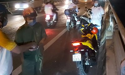 Vụ thanh niên để lại xe máy, ví tiền rồi lao xuống sông Tiền: Nhân chứng nói gì?