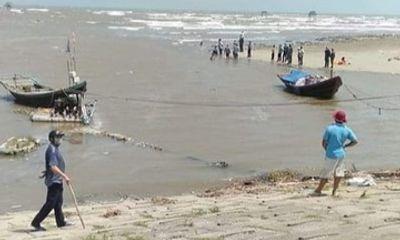 18 học sinh ở Nam Định rủ nhau đi tắm biển, 3 em mất tích