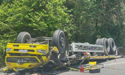 Kinh hoàng xe tảiđổ đèo Cù Mông tông lan can, 2 người chết