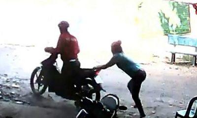 Điều tra vụ cô gái trẻ bị 2 thanh niên chặn đánh, cướp xe trong đêm