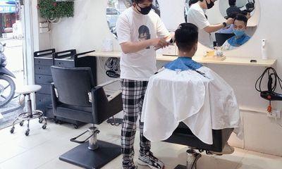 Hà Nội cho phép mở dịch vụ cắt tóc, gội đầu, quán ăn từ 0h ngày 22/6