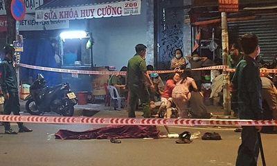 Vụ người đàn ông tử vong bên cạnh xe máy ở TP.HCM: Vợ khóc ngất bên thi thể chồng