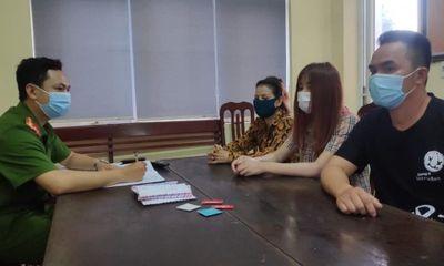 Vụ bắt quả tang 2 cặp nam nữ đang mua bán dâm ở quán cafe thư giãn 888: Thu giữ 9 bao cao su