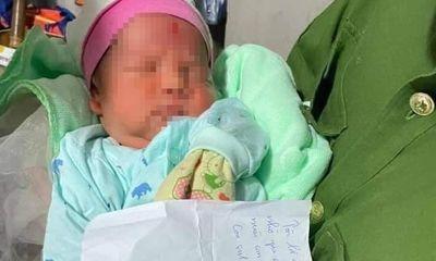 Vụ bé trai sơ sinh bị bỏ rơi cạnh cánh đồng ở Hà Nội: Mảnh giấy tại hiện trường hé lộ thông tin đau lòng