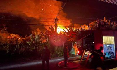Điều tra nguyên nhân cháy nhà kho ở Bến Tre, thiệt hại 7 tỷ đồng