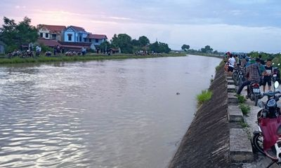Tìm thấy thi thể thanh niên 20 tuổi và bé trai trên sông Nông Giang