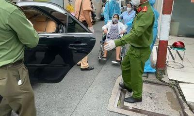 Thai phụ 37 tuần bị tai nạn văng xuống đường, CSGT nhanh chóng dùng xe ô tô đưa đi cấp cứu