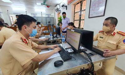 Công an Hà Nội làm việc 24/24 để phục vụ việc cấp giấy đi đường cho người dân