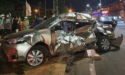 Xe tải chở củi tông nát ô tô con, nữ tài xế tử vong tại chỗ
