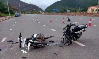 Tin tức tai nạn giao thông ngày 15/5/2021: Xe máy đối đầu, 2 người chết