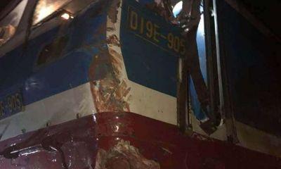Tin tức tai nạn giao thông ngày 16/5: Lao lên đường ray, container bị tàu hoả đâm biến dạng