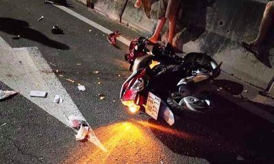 Tin tức tai nạn giao thông ngày 21/5: Xe máy kẹp 3 tông đuôi ôtô đầu kéo, 1 người tử vong