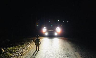 Vụ tài xế gõ cửa từng nhà tìm bố mẹ bé 2 tuổi lang thang giữa đêm: Nghẹn ngào lời người cha