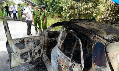 Tin tức tai nạn giao thông ngày 28/5/2021: Phát hiện bộ xương người trên taxi cháy trơ khung