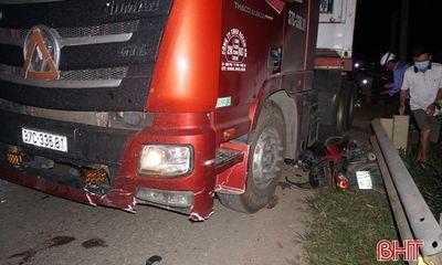 Ô tô đầu kéo đâm xe máy trong đêm, nam sinh lớp 12 tử vong thương tâm