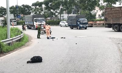 Container kéo lê xe máy hơn 20 mét, nam thanh niên 22 tuổi tử vong