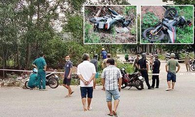 Kinh hãi phát hiện 2 thi thể cạnh 2 xe máy trong bụi cỏ sau tiếng động lớn