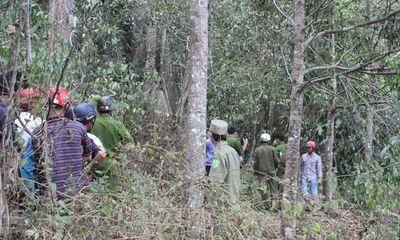 Đi rừng, kinh hãi phát hiện thi thể nằm trên đường mòn