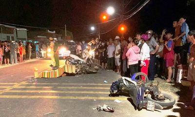 Xe máy đấu đầu trong đêm, 1 người chết