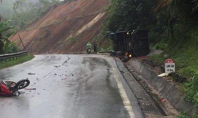 Tin tức tai nạn giao thông ngày 11/6/2021: Container lật ngang sau va chạm, 2 người chết