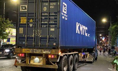 Ngã ra đường sau va chạm, người đàn ông bị container cán tử vong thương tâm