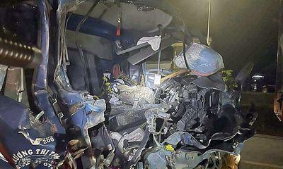 Tin tức tai nạn giao thông ngày 19/6/2021: Ô tô tải tông đuôi xe chạy cùng chiều, phụ xe tử vong