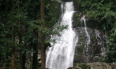 Đang tắm tại thác, nữ sinh 19 tuổi bị đá rơi trúng đầu, tử vong