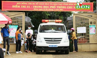 2 nữ sinh phải rời khu vực thi bằng xe cấp cứu đến bệnh viện