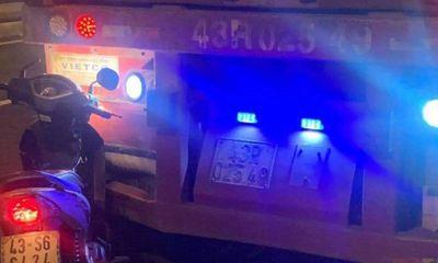 Xe máy dính chặt đuôi container sau va chạm cực mạnh, người đàn ông tử vong thương tâm