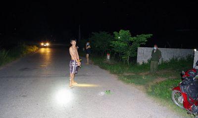 Đang đi tập thể dục, cô gái trẻ bị thanh niên túm tóc, dùng dao cứa cổ trong đêm