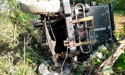 Tin tức tai nạn giao thông ngày 14/7/2021: Công nông tuột dốc va máy cày, 1 người chết