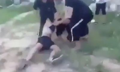 Chuyện học đường - Vụ clip nữ sinh bị đánh hội đồng, lột áo giữa ban ngày: Gia đình nạn nhân nói gì?