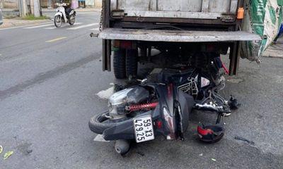 Vụ tông vào đuôi xe chở rác đang đậu, người đàn ông tử vong: Camera thu hình ảnh gì?