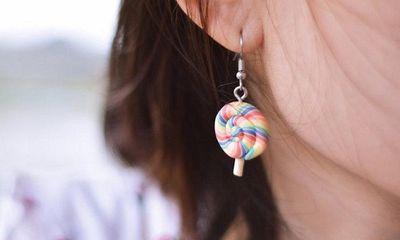 Nữ sinh 19 tuổi suýt bị liệt sau khi bấm lỗ tai