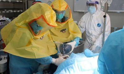 Mổ bắt bé thành công cho sản phụ nhiễm COVID-19 bị suy hô hấp nặng