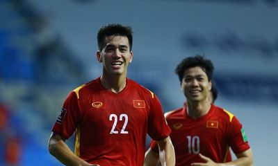 FIFA: Đội tuyển Việt Nam là bất ngờ lớn, tiền đạo Tiến Linh luôn tạo ra sự đột phá