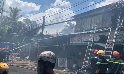 TP.HCM: Cháy 3 căn nhà tại Thủ Đức khiến cả khu phố náo loạn