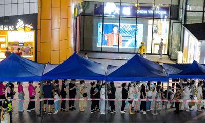 Trung Quốc: Hủy 500 chuyến bay, xét nghiệm hơn 1,6 triệu người trong đêm vì phát hiện ổ dịch tại sân bay