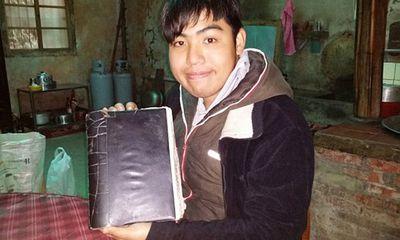 Chàng trai 31 tuổi điên cuồng viết nhật ký vì trí nhớ chỉ lưu giữ được 5 phút