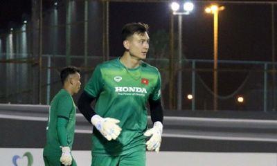 Đặng Văn Lâm gặp khó khi trở lại đội tuyển, nói về việc cạnh tranh ví trí với Tấn Trường