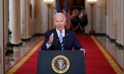 Ông Biden bảo vệ quyết định rút quân, chỉ trích Tổng thống Afghanistan bỏ trốn giữa tham nhũng