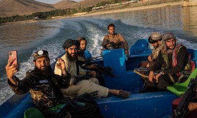 Quan chức Taliban bức xúc vì binh sĩ ham chơi và thích
