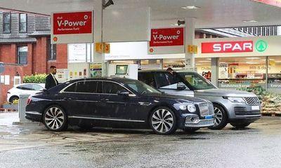Siêu xe của Ronaldo chờ 7 tiếng không được đổ xăng do khủng hoảng nhiên liệu ở Anh