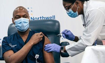FDA Mỹ chấp thuận tiêm mũi tăng cường vaccine ngừa COVID-19 của Modena và Johnson & Johnson