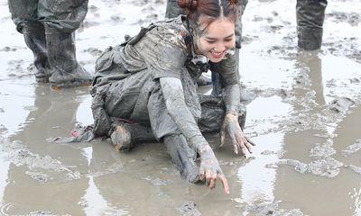 Song Thỏ lại cạnh tranh khốc liệt, Ninh Dương Lan Ngọc ngập mặt trong bùn lầy
